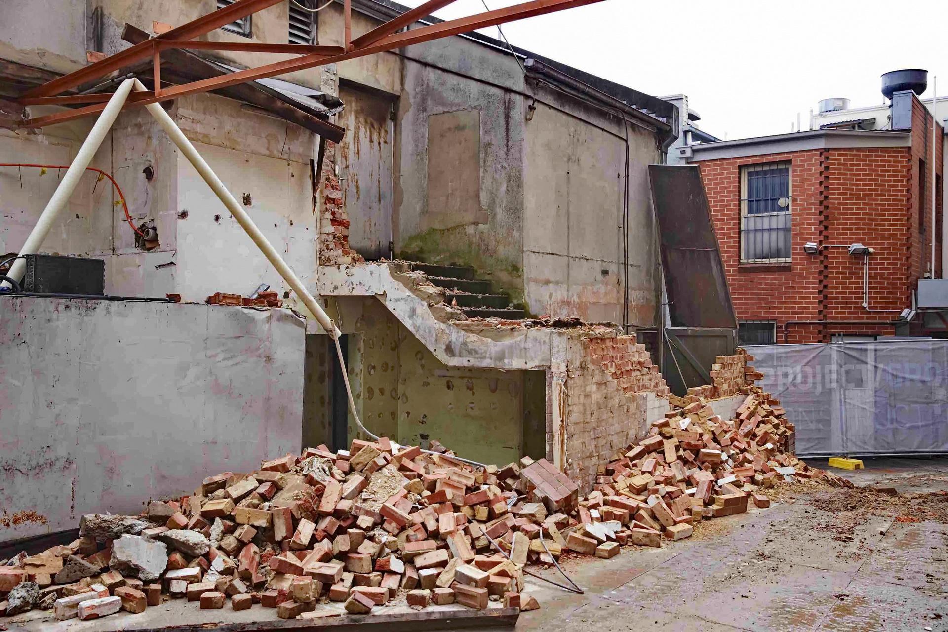 Rušenje zida u stanu i odnošenje šuta Beograd