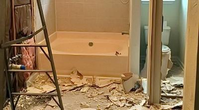 Rušenje zida demontaza kupatila